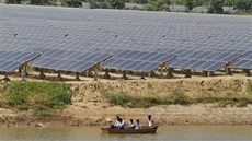 india_solar_farm001_16x9
